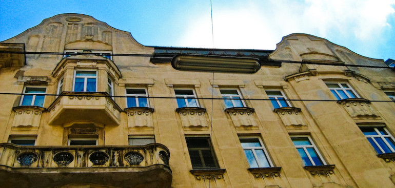 Budynki wybudowane kilkadziesiąt lat temu, a ochrona przeciwpożarowa
